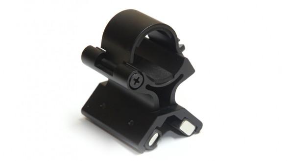 Magnetická montáž pro svítilnu na hlaveň